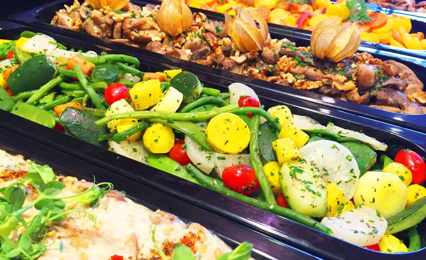 Lunch du midi, Dessert fromage et crèmerie à Mouscron, <p> Selon l'inspiration du chef, notre comptoir se rempli tous les jours de plats à réchauffer : vol au vent, croquettes aux crevettes, camembert frit, quiches, dinde archiduc, légumes préparés... A toute heure, des plats préparés qu'il ne vous reste plus qu'à réchauffer à la maison sont en libre service à la boutique (lasagnes, tagliatelles carbonara, pintade vallée d'Auge, saucisse purée compote, Cabillaud aux Aromates, Choucroute, Cassoulet, Potée des brasseurs, Boulettes sauce tomate...)</p>