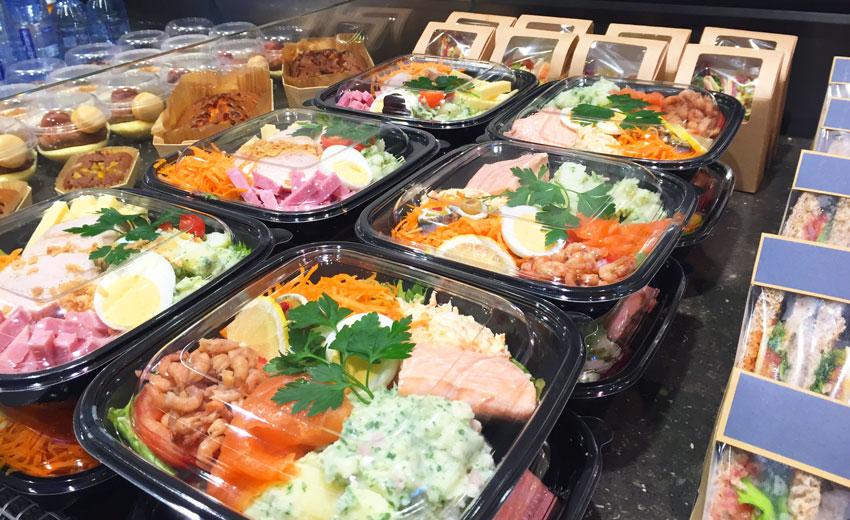 Lunch du midi, Dessert fromage et crèmerie à Mouscron, <p> En plus de nos plats du jour (voir rubrique), nous vous proposons tous les midis en semaine des salades variées( salade océane, salade fermière, salade de pâtes...suivant la saison), des clubs sandwich et des wraps...et si vous voulez composer votre salade vous-même pas de problème, rendez-vous au salad'bar.</p>